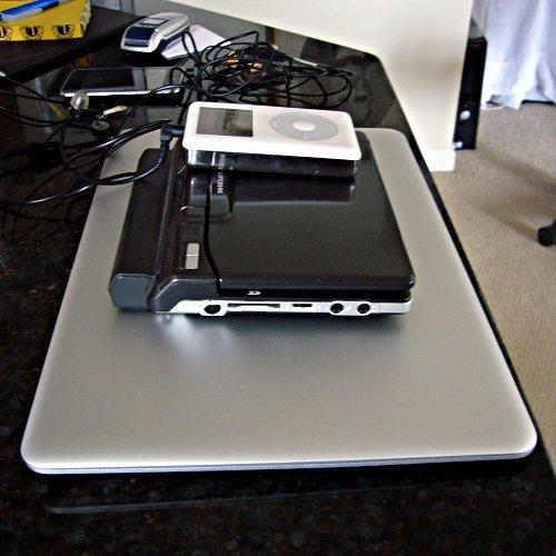 Macbook Air, Fujitsu u810, Old Classic iPod
